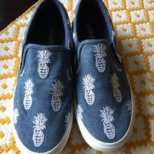 Bucketfeet slip-ons - Jean & White Pineapples